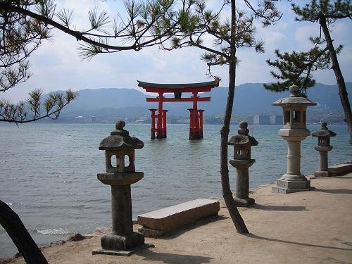 tori gate miyajima